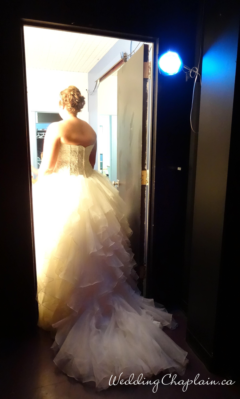 https://www.ottawaweddingmagazine.com/wp-content/uploads/2015/01/back-stage-bride.jpg