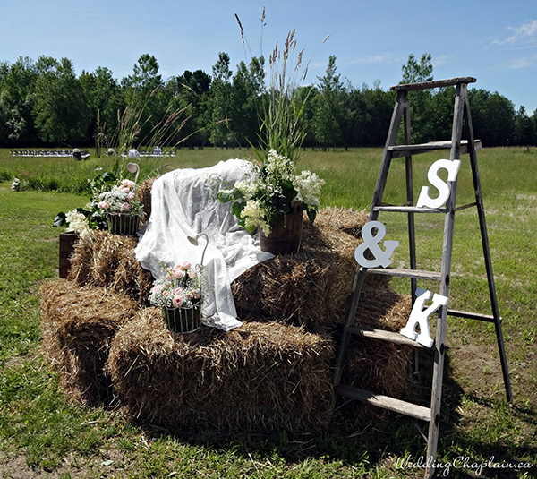 Country Chic Wedding Decor bales of hay