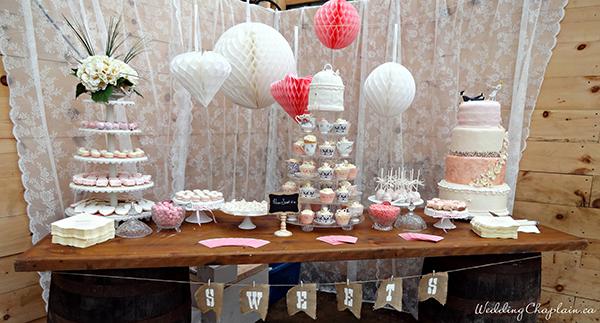 Country Chic Wedding Decor barn cake