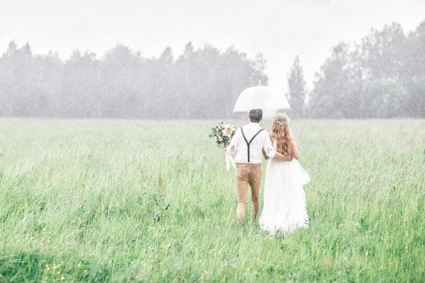 Enjoy the rain on your wedding day ottawa wedding magazine rain junglespirit Image collections