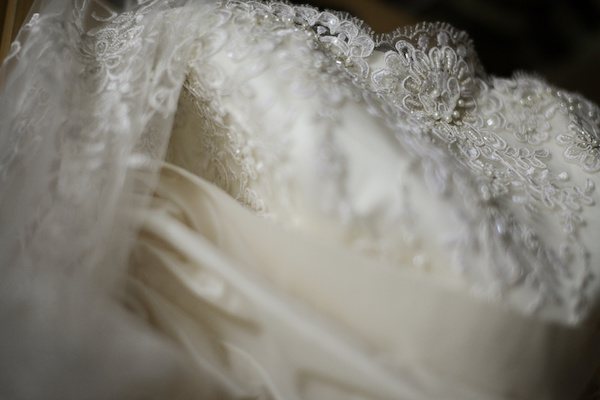 How to store a wedding gown ottawa wedding magazine for Acid free boxes for wedding dresses