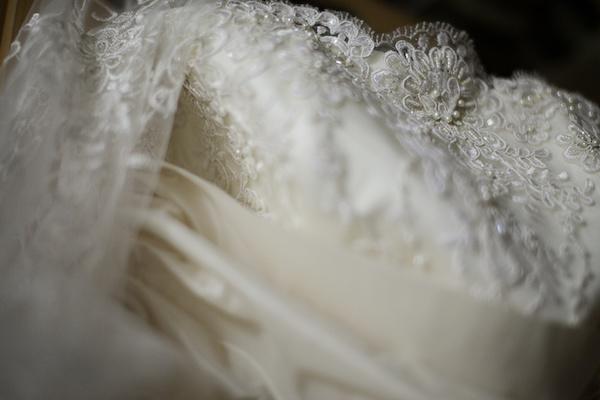 How to store a wedding gown ottawa wedding magazine for Acid free box for wedding dress